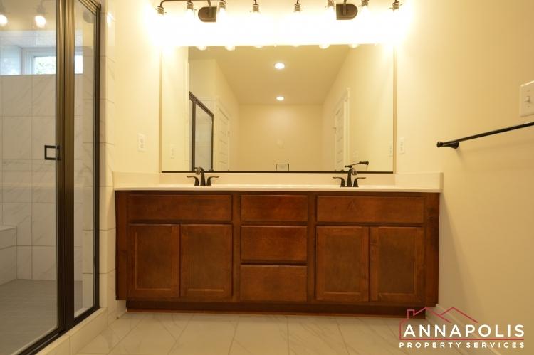 525 Leftwich Lane-Master vanity an.JPG
