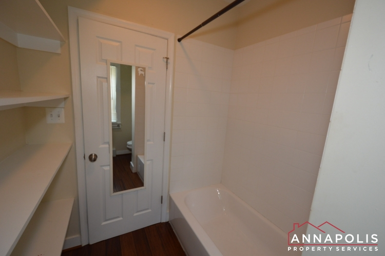 1201 West St #B-Bathroom tub.JPG