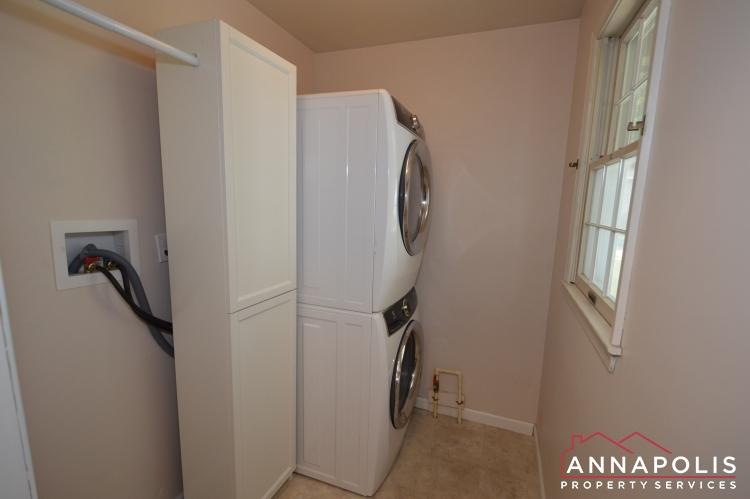 106 Giddings Ave-Utility room.JPG