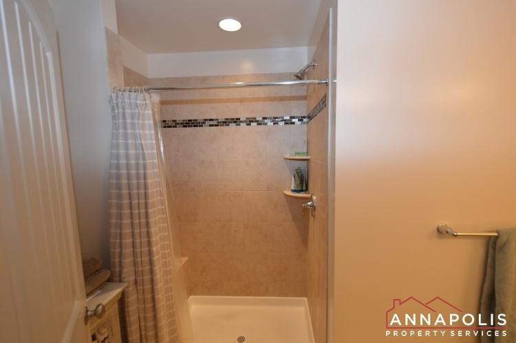 537 Kenmore Rd-Master shower(2).JPG