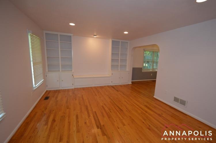 400 Duvall Lane-Living room bnn.JPG