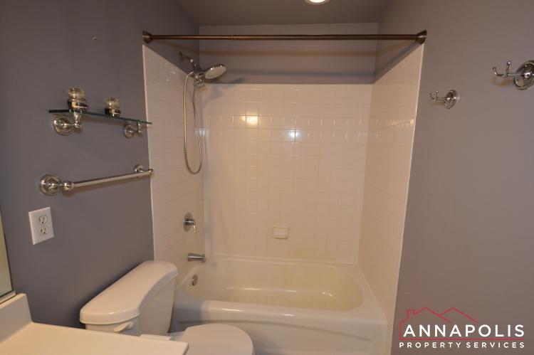 400 Duvall Lane-Master bath 2 bn.JPG