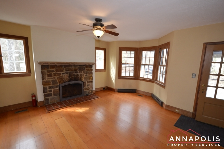 307 Old County Road-Family room an.JPG
