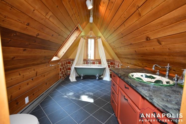 307 Old County Road-Loft bath c.JPG