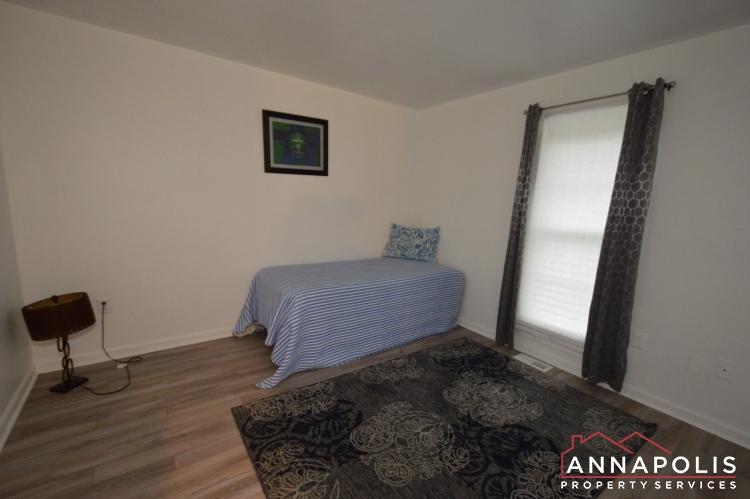 101 Great Oak Drive-Lower bed a.JPG