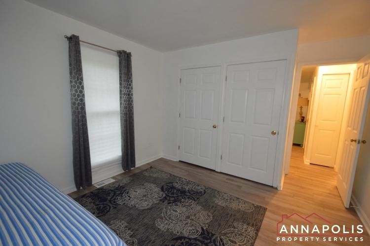 101 Great Oak Drive-Lower bed c.JPG