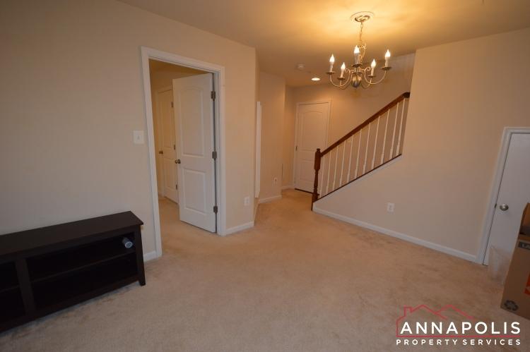 876 Nancy Lynn Lane-Family room b(1).JPG