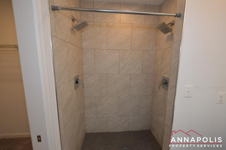 232 West Street-Master shower(2).JPG