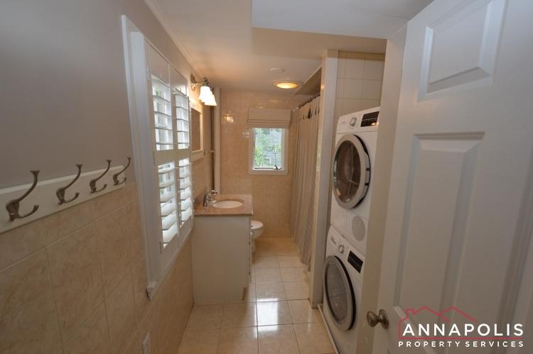 34 Pinkney St-Bathroom a (1).JPG