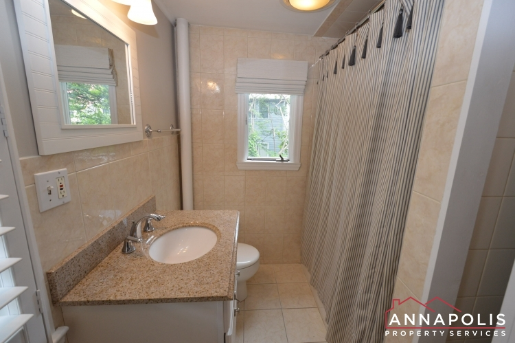 34 Pinkney St-Bathroom b.JPG