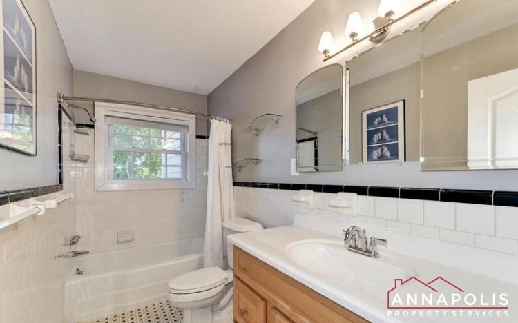 3 Goodrich Rd-Full Bathroom #2.jpeg
