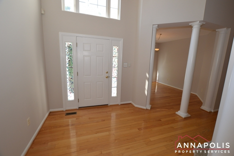 122 Farmbrook Lane-Front foyer.JPG