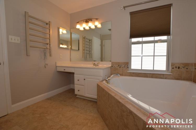 122 Farmbrook Lane-Master bath b(1).JPG