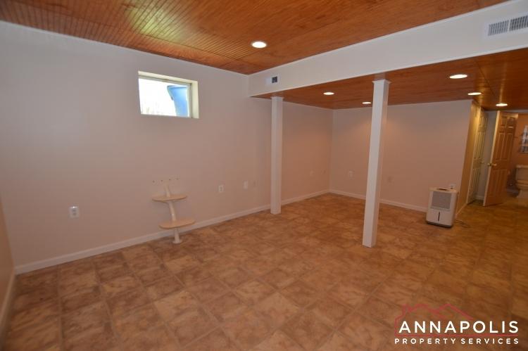 902 Bank St-Family room b(1).JPG