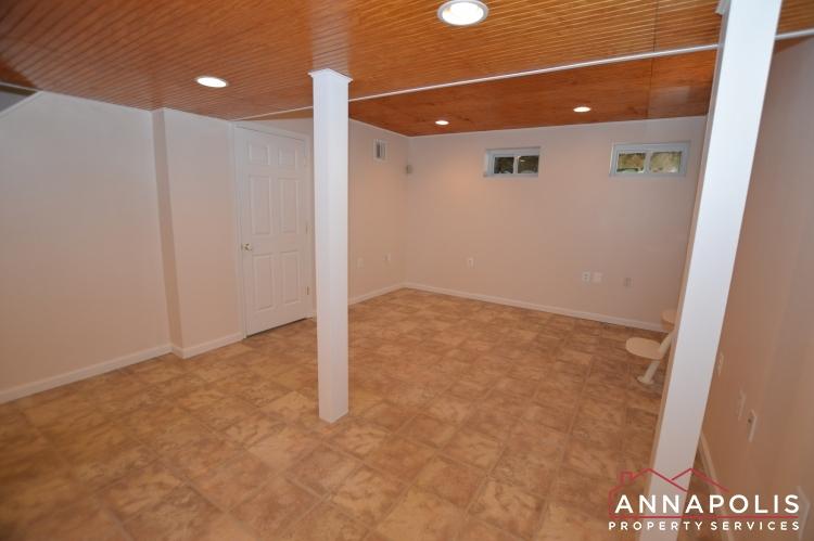 902 Bank St-Family room c(1).JPG
