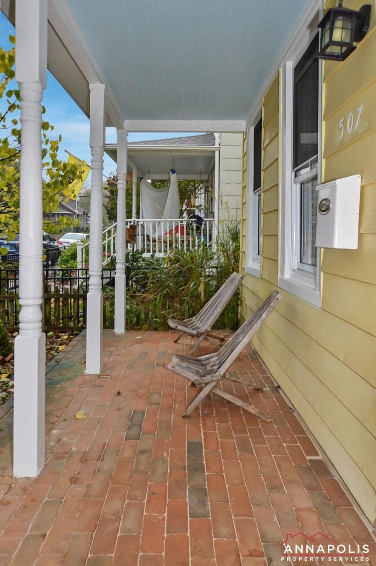 507 Burnside St-Front porch V fxs.jpg