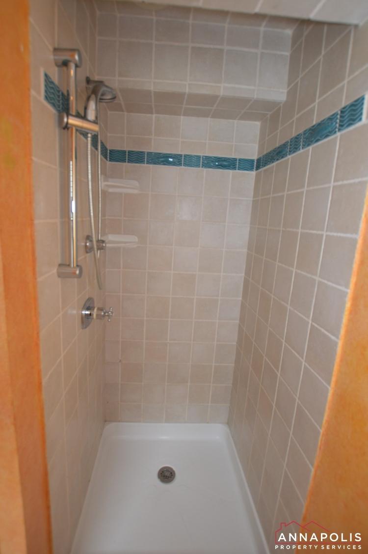 507 Burnside St-Master shower.jpg