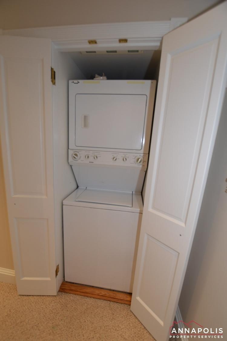 507 Burnside St-Washer and dryer.jpg