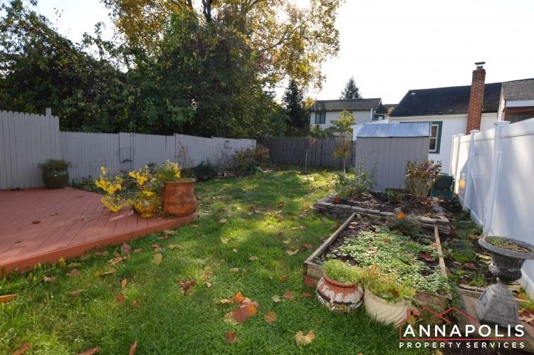 404 Washington Drive-Back yard a1(1).JPG