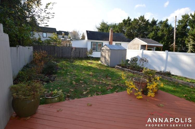 404 Washington Drive-Back yard b1(1).JPG