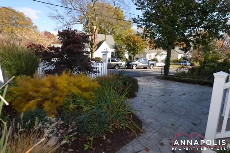 404 Washington Drive-Front drive way a1(1).JPG