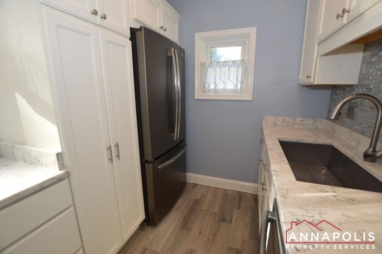 404 Washington Drive-Kitchen b1(1).JPG
