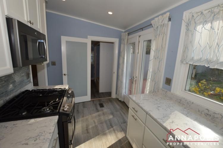 404 Washington Drive-Kitchen c1(1).JPG