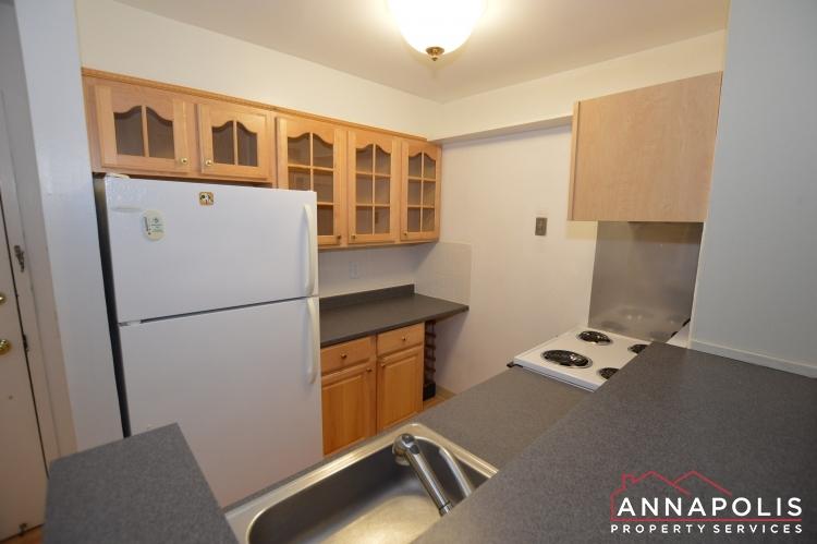 316 Burnside #404-Kitchen e(1).JPG