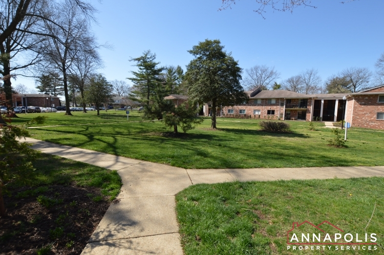 205G Victor Parkway-Grounds.JPG