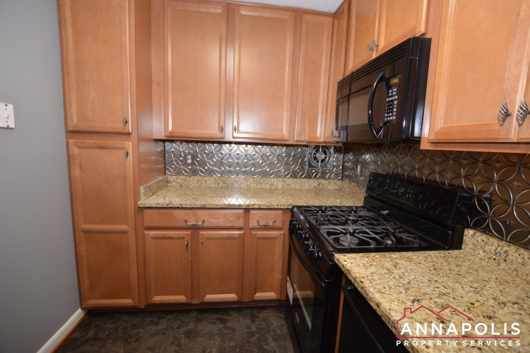 205G Victor Parkway-Kitchen f.JPG