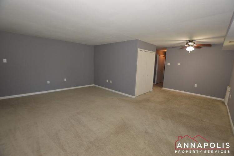 205G Victor Parkway-Living room b(1).JPG