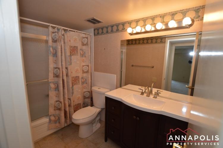 799E Fairview Avenue-Main bathroom c.JPG