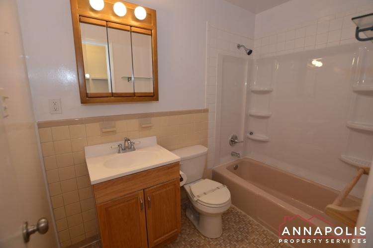 1331 Linden Avenue-Bathroom(1).JPG