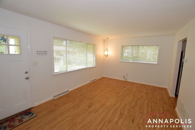 1331 Linden Avenue-Living a(4).JPG