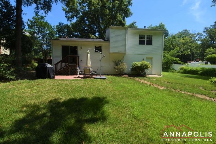442 Poplar Lane-Backyard 1a(1).JPG