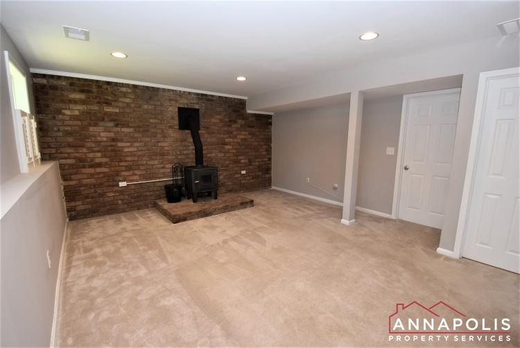 442 Poplar Lane-Family Room 1a.JPG
