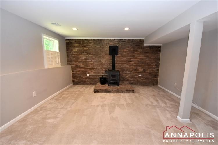 442 Poplar Lane-Family Room 1b.JPG