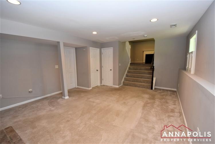 442 Poplar Lane-Family Room 1d.JPG