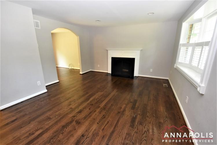 442 Poplar Lane-Living Room 1c.JPG