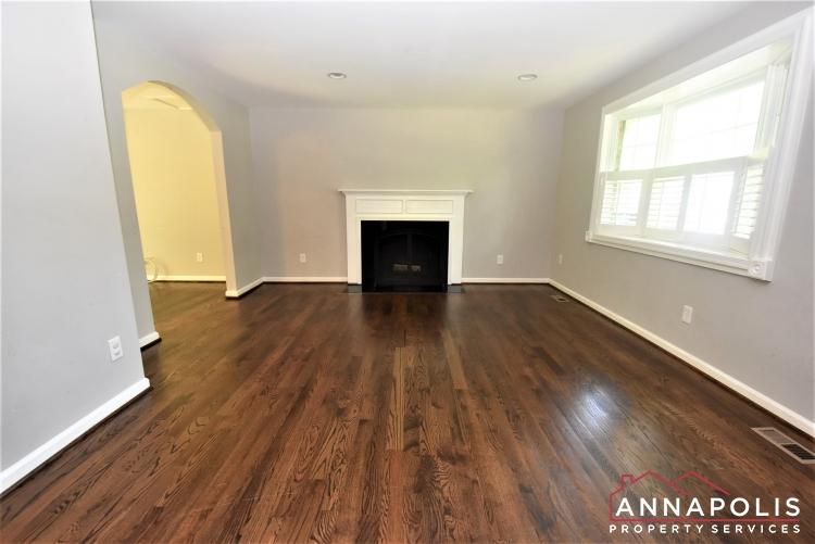 442 Poplar Lane-Living Room 1d.JPG