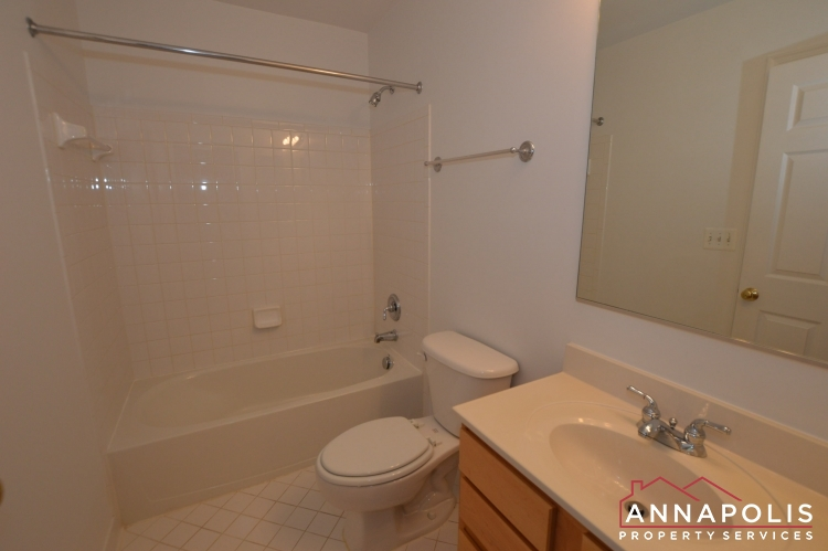 909 Arkblack Terrace-Bathroom 2a(2).JPG