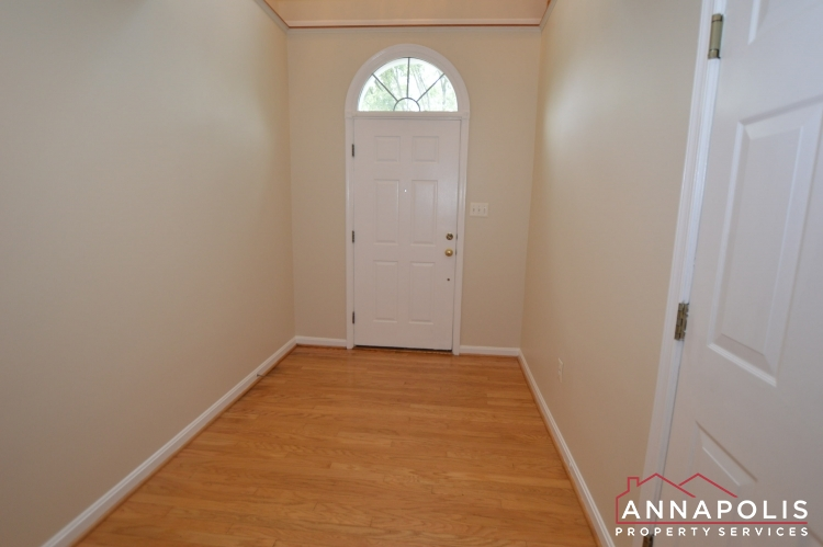 909 Arkblack Terrace-Front hallway.JPG