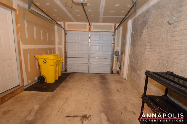909 Arkblack Terrace-Garage.JPG