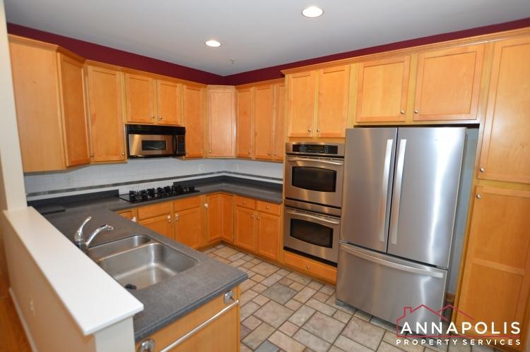 909 Arkblack Terrace-Kitchen c(3).JPG