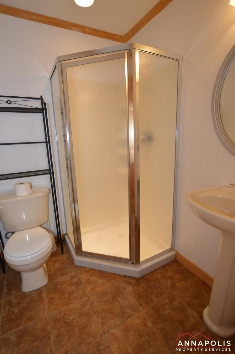 909 Arkblack Terrace-Lower bathroom (1).jpeg