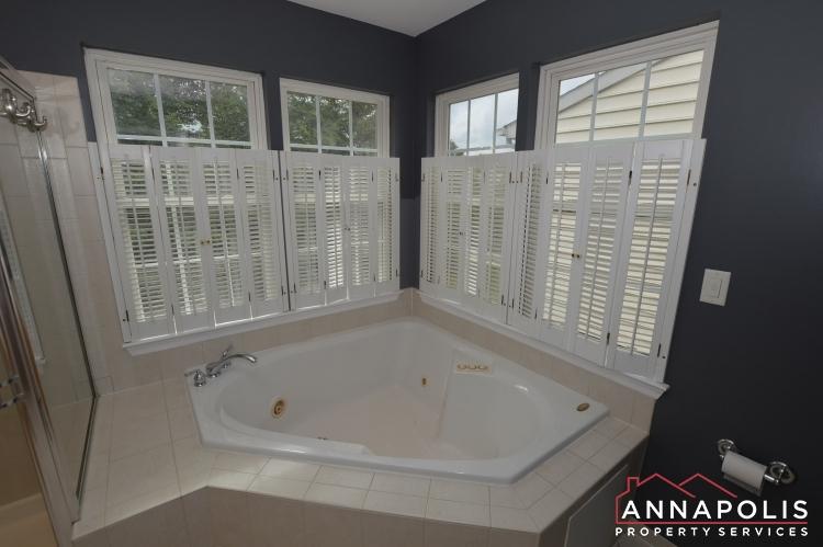 909 Arkblack Terrace-Master bathroom b.JPG