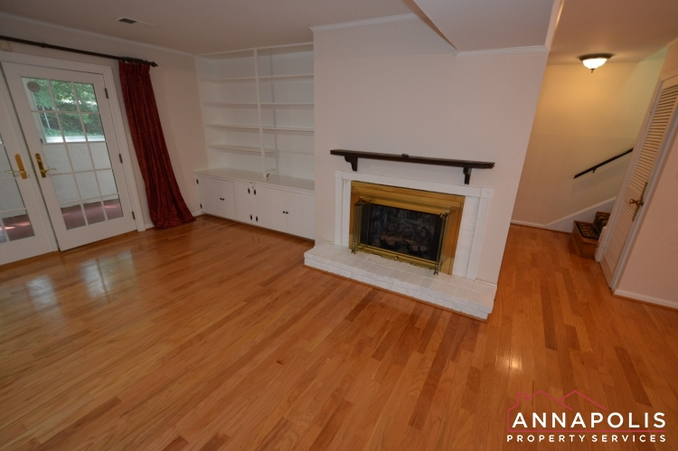 1908 Dulaney Place-Family room abn.JPG