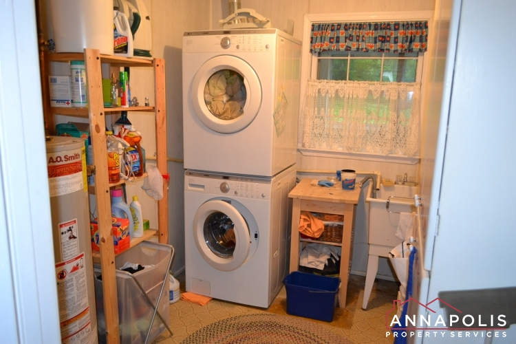 1908 Dulaney Place-washer and dryer(1).JPG