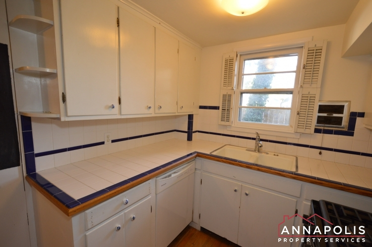 8 Jefferson Place-Kitchen dnn.JPG