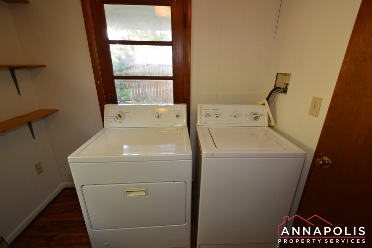 8 Jefferson Place-Washer and dryer(1).JPG
